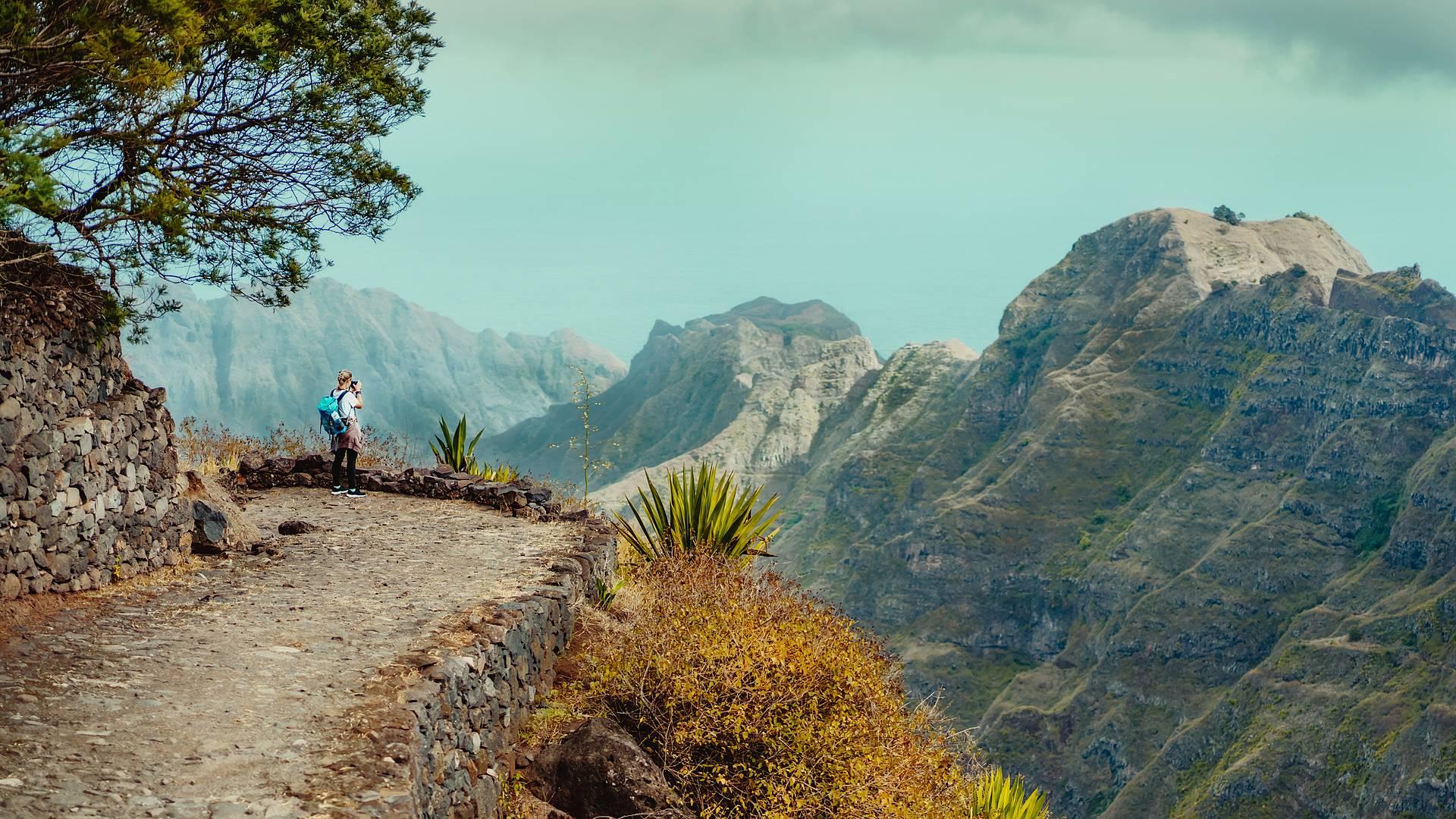 Spektakuläre Wanderreise: Vulkanbesteigungen und Küstenwanderungen
