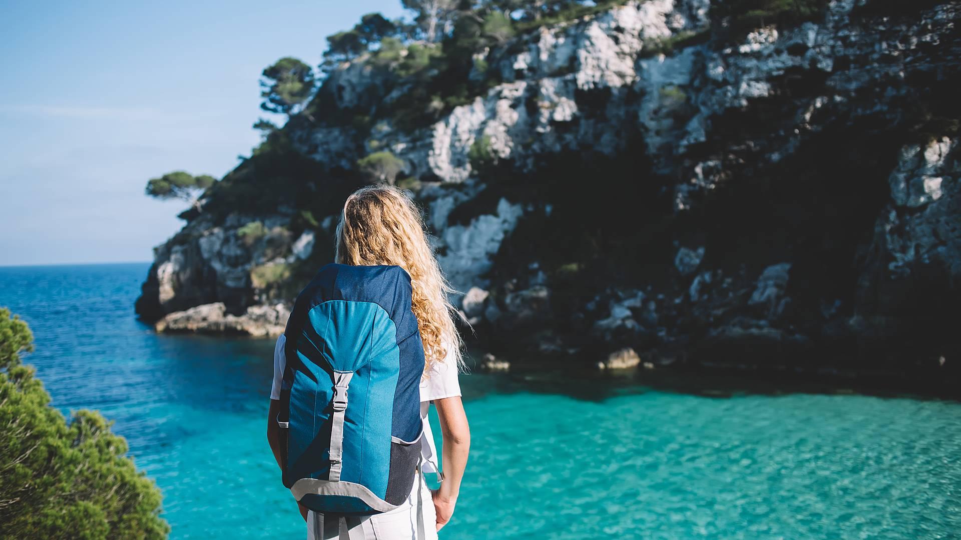Menorca entre acantilados y playas turquesas