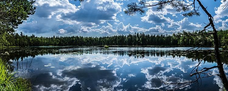 Self drive door het land van de duizend meren