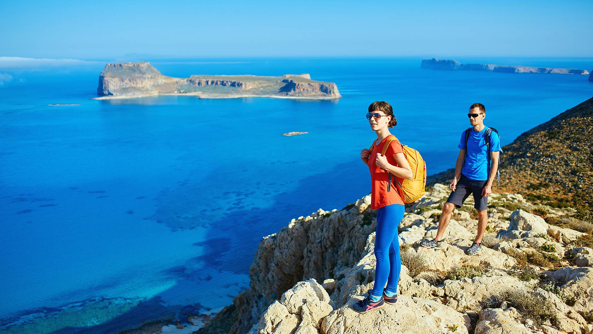Santorin et Naxos, depuis la Crète