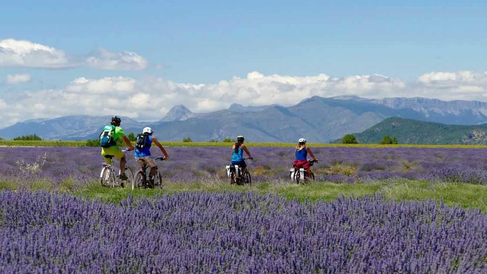 Le Luberon de village en village à vélo