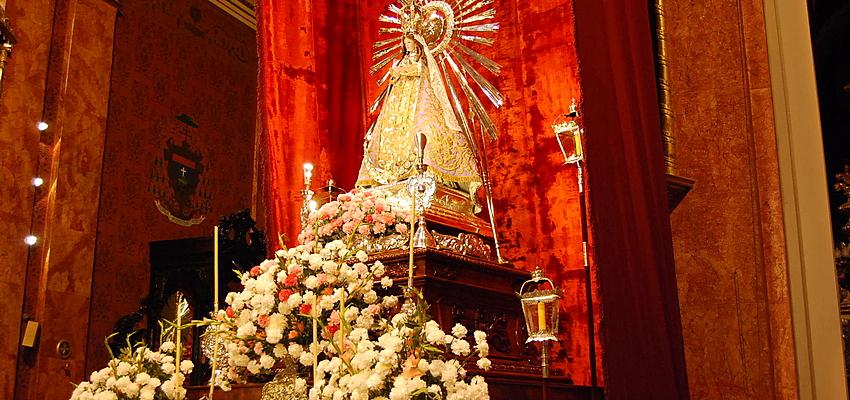 Statue de la Vierge Marie dans une église en Argentine