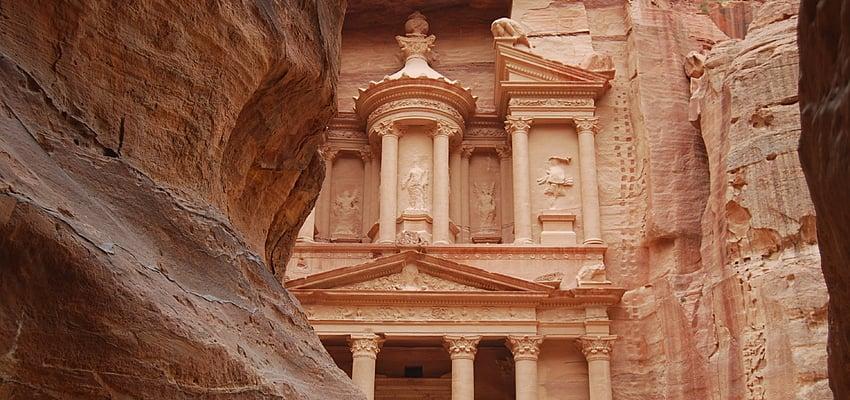 El asentamiento de Petra ha atraído a muchísimos turistas