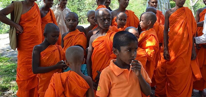 Monjes budistas jóvenes