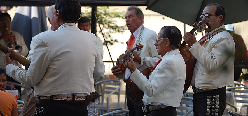 No party without mariachis