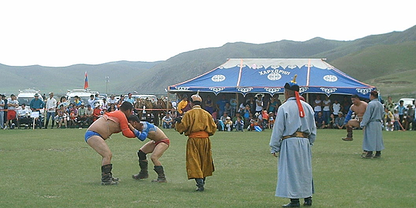 Lucha en el Naadam de Karakorum
