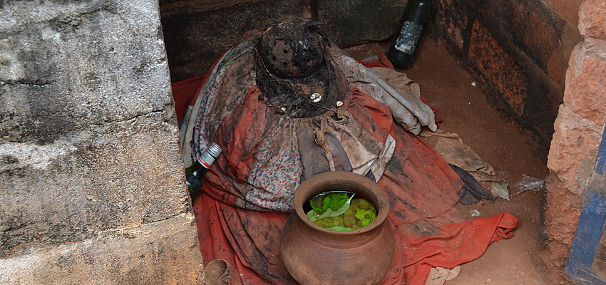 Offrandes à Togoville, la ville du vaudou