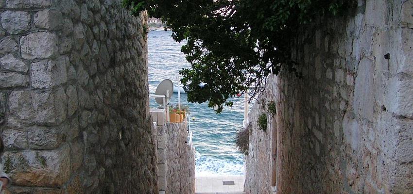 Un paseo por las calles de Hvar