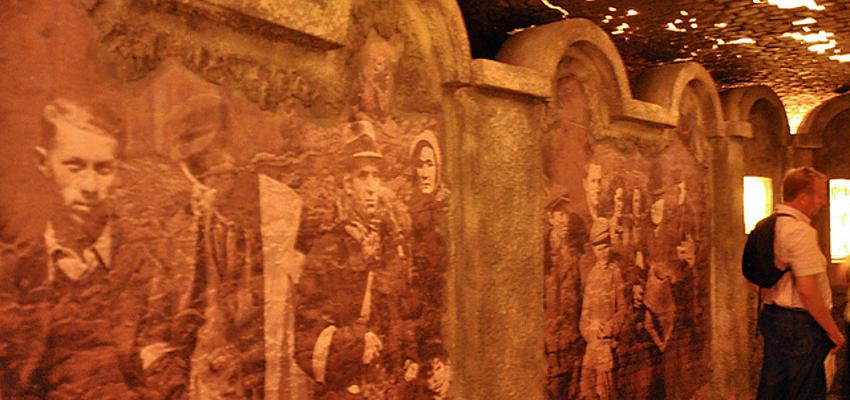 Réplique des murs du ghetto, usine Schindler, Cracovie