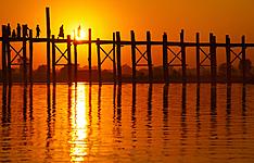 Au fil de l\'Irrawaddy, des comptoirs du Nord au plages immaculées du Sud