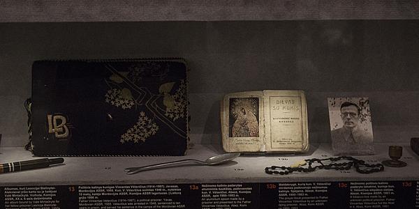 Objetos personales en el Museo de las Víctimas del Genocidio