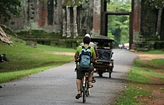 Des temples d\'Angkor à Battambang en vélo, à pied et en bateau