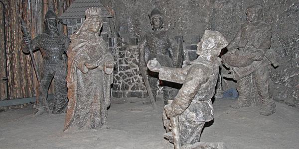 Statues de sel réalisées par des mineurs