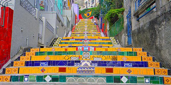 La escalera de Selaron conecta Lapa con Santa Teresa
