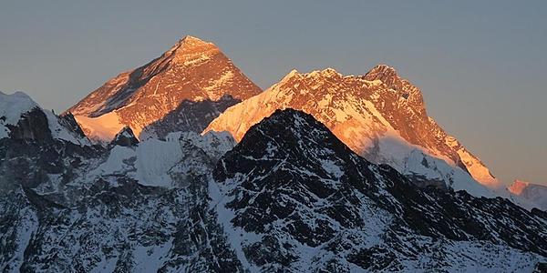 Puesta de sol sobre el Everest desde Gokyo Ri