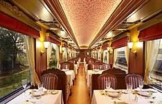 En train à bord du luxueux Rajasthan Express