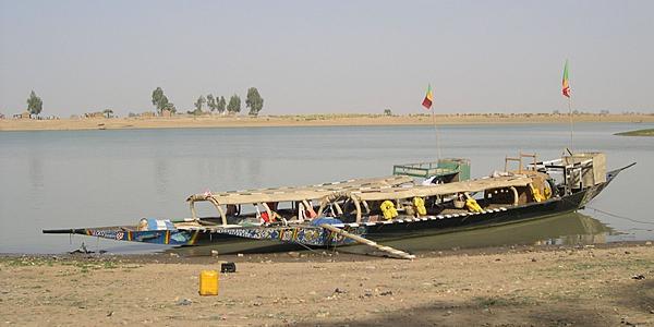 Une pinasse dans la Venise malienne