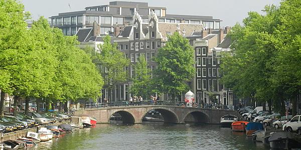Sur les canaux à Amsterdam