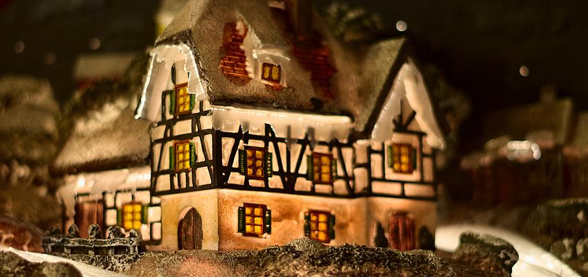 Jouet d'Allemagne traditionnel : un village de Noël