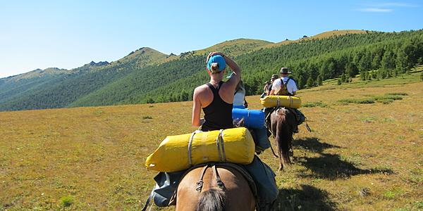 Randonnée equestre dans l'Altaï@flickr cc Obakeneko