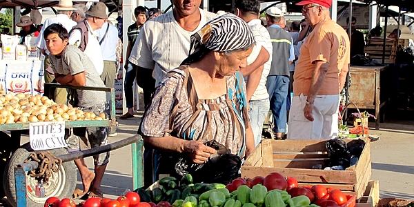 Paso obligado en el Bazar de Chorsu