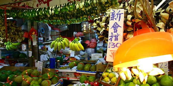 Dans un marché couvert de Hong Kong