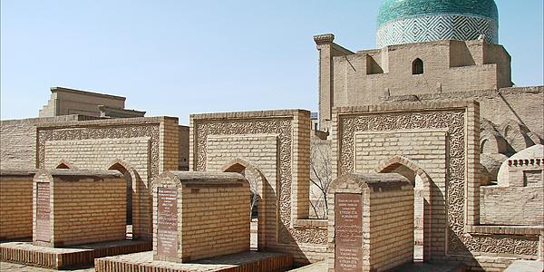 Tombe intorno al mausoleo di Pakhlavan Mahmud