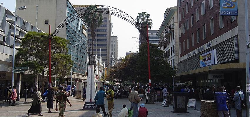 Les villes sont sûres la journée au Zimbabwe