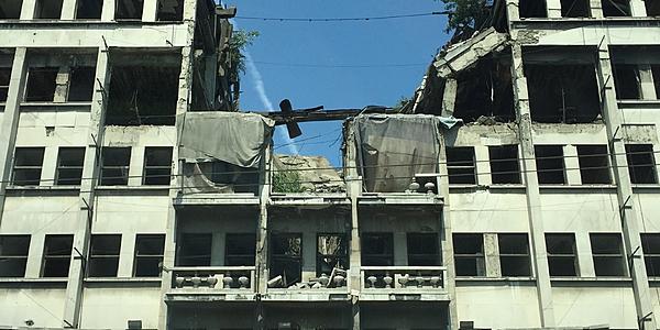 Les dernières marques de bombardements à Belgrade