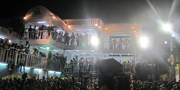 La tribune présidentielle au Carnaval des Fleurs, Haïti