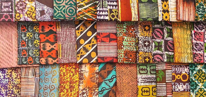 Tissu de kente sur le marché de Koumassi