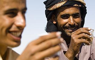 Bédouins buvant le thé