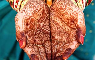 Inde - Tatouage floral au henné