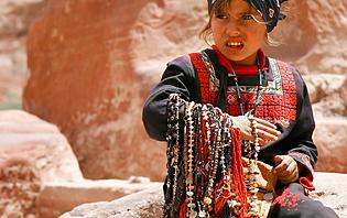 Jeune fille dans le désert