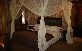 Préférez une chambre avec moustiquaire pour éviter les piqûres de moustiques!