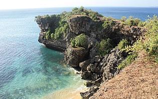 La plage de Badang à Bali, le repère des surfeurs amateurs de sable fin et de mer turquoise !