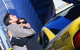 Prendre un taxi en voyage, c'est courant ! Mais faites attention à ne pas tomber dans l'arnaque !