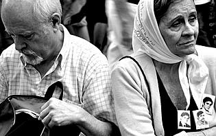 Les mères de la Plaza del Mayo, un combat incessant.