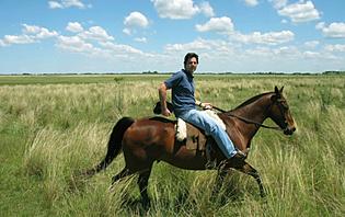 Une balade à cheval est un beau moyen de visiter le pays !