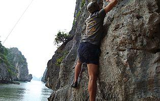 Après le kayak, un peu d'escalade au coeur de la baie d'Along ?