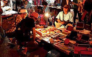 Le Sunday Market de Chiang Mai : un bon endroit pour marchander