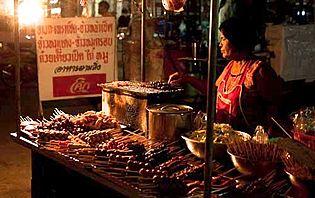 Sur le marché de nuit de Sukhothai