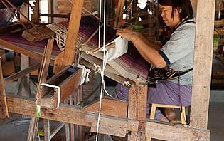 Fabrication de soie équitable à Chiang Mai