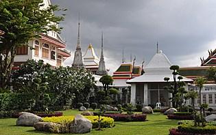 Commencez le séjour calmement par la visite d'un temple