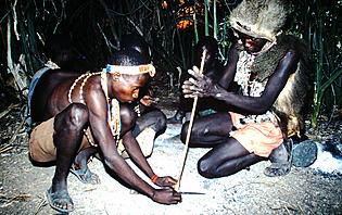 Les Hadzabe sont des chasseurs-cueilleurs