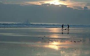 Sur la plage à Yeh Gangga