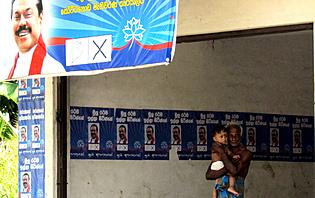 Affiche électorale à la sortie d'un passage