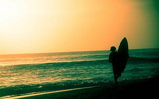 Le Sri Lanka, destination de plus en plus prisée par les surfeurs