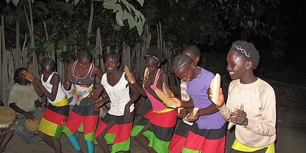 Danses dans un village