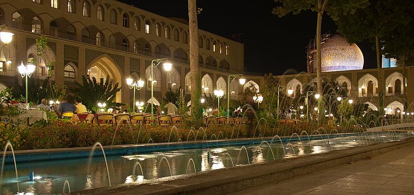 Cour de l'hôtel Abbassi à Ispahan